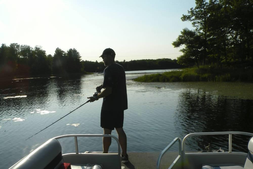 Fishing on pontoon Shover